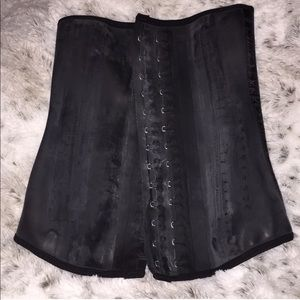 Waist trainer!! In perfect conditions